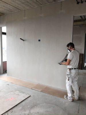 Vores malermester hos Den Rigtige Maler har mange års erfaring. Et job hos den rigtige maler, er et professionelt arbejde med passion for godt malerarbejde.